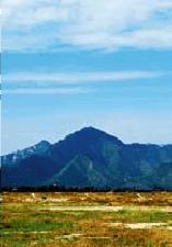横画幅取景展现山景的绵延起伏