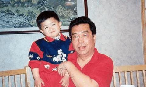 照片為李雙江與夢鴿兒子李天一小時候.圖片