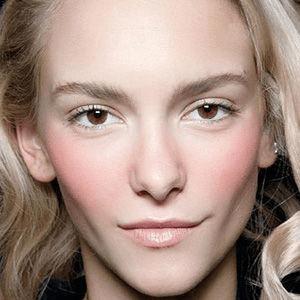 知我网美妆专家之4款用品解析 眉毛修饰脸型作用大