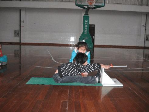 坐位体前屈测试的操作方法