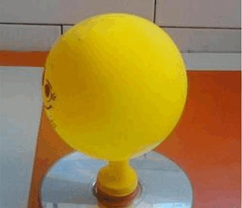 简单小发明制作方法 用气球和光盘diy气垫船科技小制作