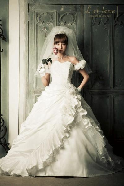 婚纱颜色和婚纱款式的选择